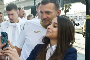 Футболисты сборной Украины прогулялись по Генуе
