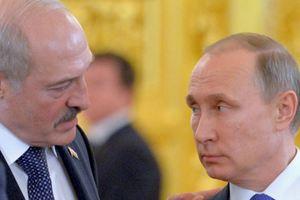 """Лукашенко резко прокомментировал вопрос о """"слиянии"""" России и Беларуси"""