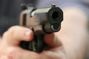 В Херсонской области неизвестные обстреляли автомобиль: два человека ранены