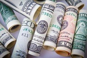 Курс доллара в Украине опустился к психологической отметке