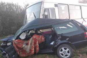Во Львовской области столкнулись автобус и легковушка: погибли двое людей
