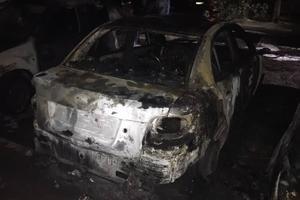 В Запорожье ночью сгорели четыре иномарки