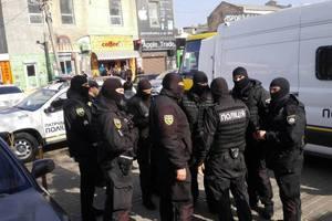 """""""Маски-шоу"""" на одесских рынках: в поисках нелегалов полиция проверила 300 человек"""