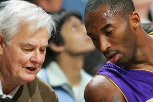 Умер легендарный тренер НБА, работавший с Майклом Джорданом и Шакилом О