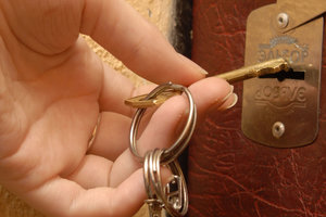 Киевлянка доверилась мужчине, а он упек ее в психушку и лишил квартиры