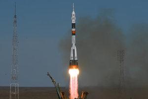 """Россия оконфузилась, """"воскресив"""" развалившийся корабль Роскосмоса"""