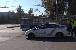 """ДТП в Запорожье: грузовик попытался """"проскочить"""" перед трамваем, опубликованы фото"""