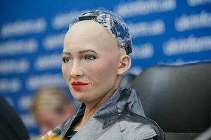 Робот София впервые в Украине: о чем говорили и что показали