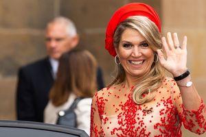 Как всегда очень яркая: королева Нидерландов Максима посетила собор