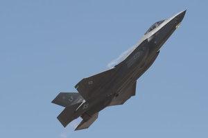 США временно вернули на землю все истребители F-35