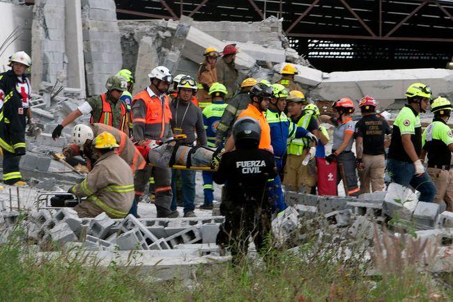 Обрушение здания в Мексике: пять человек погибли и 13 пропали без вест
