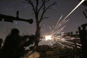 В сети появилось видео ночного боя на Донбассе