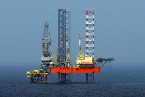 Нефть рухнула после рекордного взлета, но цены снова начали расти