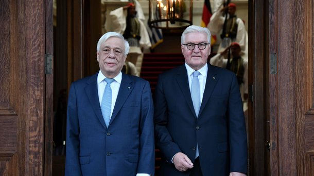 Прокопис Павлопулос и Франк-Вальтер Штайнмаєр. Фото: AFP