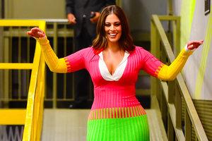 Три цвета есть у светофора: яркое платье Эшли Грэм