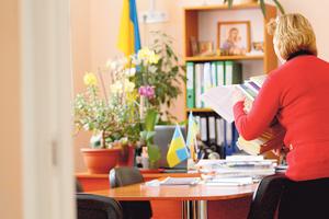 Без звітів про квіти і бурульки: вчителів в Україні позбавляють від паперової роботи