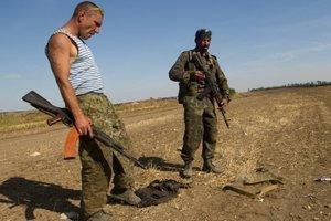 """Боевики на Донбассе набирают в """"войска"""" умственно отсталых и наркоманов – разведка"""