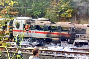 В Германии сгорел вагон скоростного поезда: фото и видео