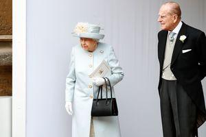 По-королевски элегантно: Елизавета II на свадьбе внучки
