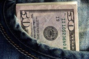 """НБУ объявил курс доллара на """"длинные"""" выходные"""