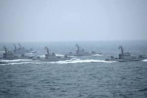 Порошенко ввел в действие решение СНБО по защите от России на море