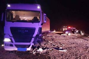 Во Львовской области легковушка врезалась в автопоезд: двое погибших