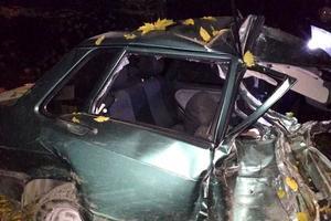 В Ровенской области легковушка врезалась в деревья: погиб 19-летний водитель