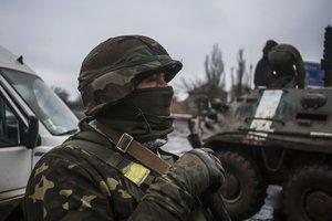 Из-за обстрелов на Донбассе ранен боец