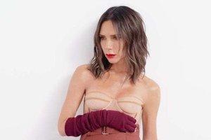 Виктория Бекхэм в сексуальном образе украсила обложку глянца