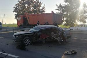 В Одесской области легковушка врезалась в отбойник: погиб мужчина