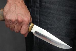В Днепре школьник ударил мужчину ножом в грудь: пострадавший в больнице