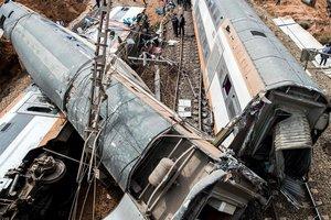 В Марокко поезд сошел с рельсов: появились фото с места трагедии