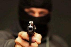 В Харькове произошло вооруженное ограбление: появилось видео нападения