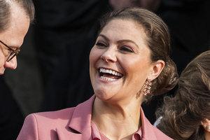 В костюме цвета пыльной розы: элегантный образ шведской принцессы Виктории