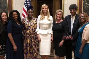 В белоснежном костюме за две тысячи долларов: деловой образ Иванки Трамп
