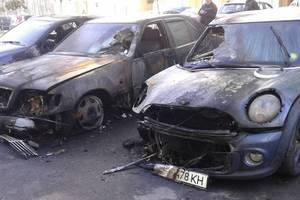 В Коцюбинском возле жилого дома сгорели шесть машин