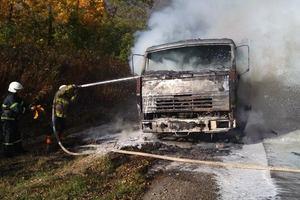 На трассе в Тернопольской области пылал грузовик, груженный соей