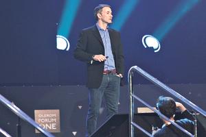 """""""Все изменится уже в 2020-м"""": Арнольд Шварценеггер и основатель Википедии рассказали о нетворкинге"""