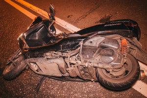 Возле Севастопольской площади в Киеве мотоцикл врезался в Honda
