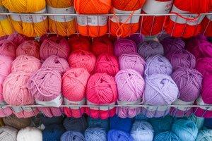Как правильно выбрать вязаные вещи или пряжу для вязания