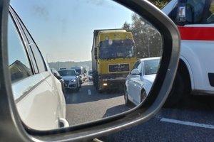 Под Киевом перекрыли Одесскую трассу: огромная пробка и сигналы водителей
