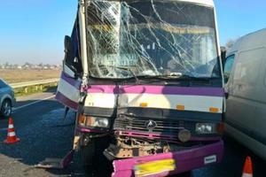 Во Львовской области рейсовый автобус столкнулся с грузовиком