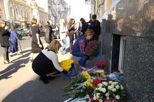 Годовщина страшного ДТП на Сумской: на месте трагедии почтили память погибших