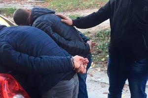 Под Киевом поймали бывшего полицейского, который продавал преступникам оружие