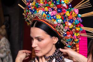 Маша Ефросинина, Леся Никитюк, ONUKA и еще 12 звезд снялись в национальных одеждах для календаря