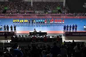 После поражения в финале юношеской Олимпиады россияне устроили драку с судьями и соперниками