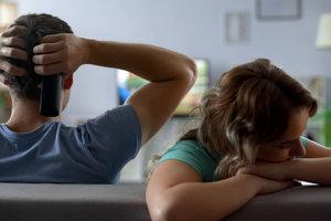 Психолог назвал 10 симптомов обиды в отношениях пары