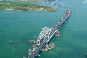 Появилось видео Крымского моста с высоты птичьего полета: что там сейчас происходит