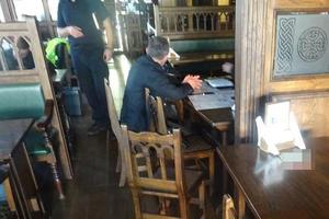 В Киеве задержали двух иностранцев, пытавшихся обокрасть посетителя кафе