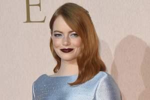 В мерцающем платье Louis Vuitton: Эмма Стоун на красной дорожке